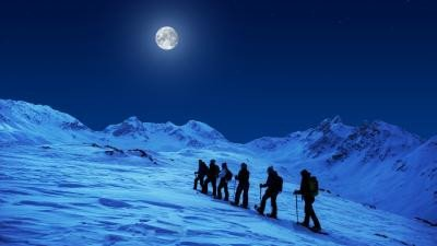 Moonlight snowshoe.